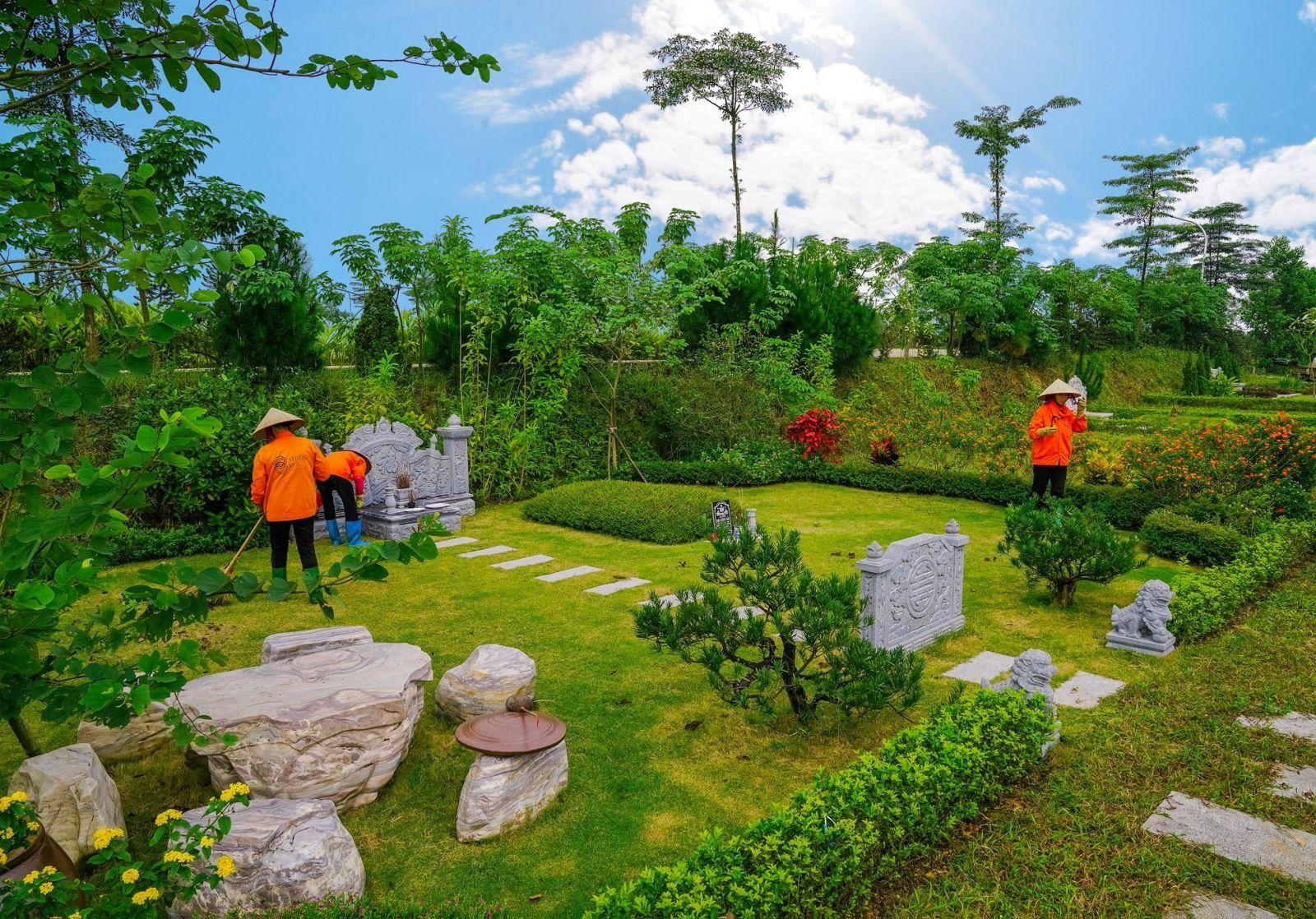 Dịch vụ chăm sóc mộ phần tại công viên Thiên Đức sạch sẽ